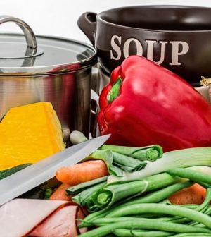 Grøntsager, gryder og kniv