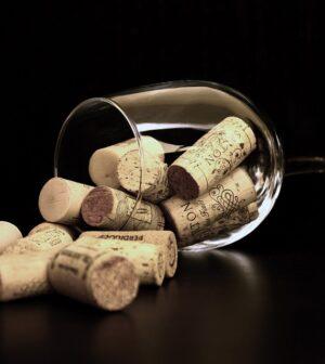 Korkpropper til vin i vinglas